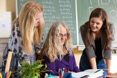 kontrollera lärare Fotografering för Bildbyråer