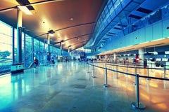 Kontrollera in område i den Valencia flygplatsen. royaltyfri bild
