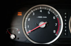 Kontrollera på motorljus Royaltyfri Foto