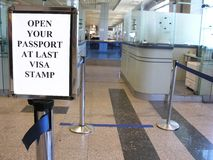 kontrollera passet Royaltyfri Bild
