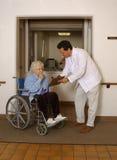 kontrollera pensionären Arkivfoto