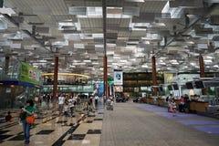 Kontrollera in räknaren på den Singapore flygplatsen Arkivfoton