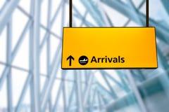 Kontrollera in, tecknet för brädet för information om flygplatsavvikelsen & om ankomsten Arkivbild