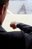 kontrollera watchen Fotografering för Bildbyråer