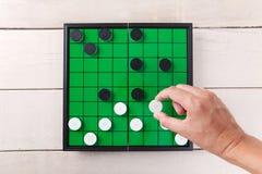 Kontrolleurspiel auf grüner Brettansicht von oben genanntem auf Tabelle Stockfotos
