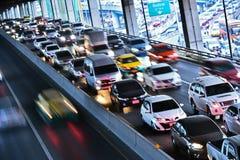 Kontrolliert-Zugangslandstraße in Bangkok während der Hauptverkehrszeit Lizenzfreie Stockfotografie