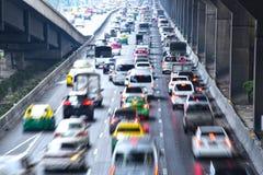Kontrolliert-Zugangslandstraße in Bangkok während der Hauptverkehrszeit Lizenzfreie Stockfotos