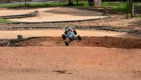 Kontrolliertes verwanztes Autoradiomodell im Rennen Stockbild