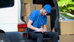 Kontrollista för inventering för leveransman med beloppet av jordlotter, service för deltids- jobb royaltyfri foto