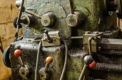 Kontrollströmbrytare på den gamla maskinen arkivfoton
