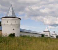 Kontrolltürme des russischen orthodoxen Klosters Lizenzfreies Stockfoto