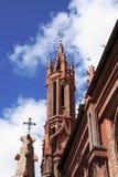Kontrolltürme Kirche der Str.-Anns, die innen zum Himmel erreicht Lizenzfreies Stockfoto