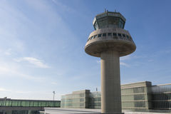 Kontrolltorn i den Barcelona flygplatsen, Catalonia, Spanien Royaltyfria Bilder