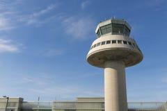 Kontrolltorn i den Barcelona flygplatsen, Catalonia, Spanien Arkivfoto