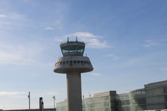 Kontrolltorn i den Barcelona flygplatsen, Catalonia, Spanien Fotografering för Bildbyråer