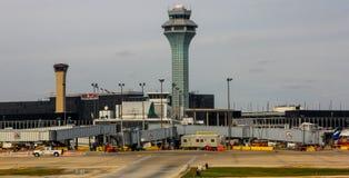 Kontrolltorn på den O'Hare flygplatsen, Chicago, IL Arkivbild