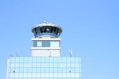 Kontrolltorn på den Prague flygplatsen Royaltyfria Bilder