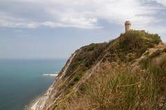 Kontrollturm auf dem Strand (Ancona) Stockbild