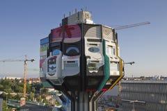 Kontrollturm bierpinsel Boulevardzeitung stockbild