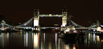 Kontrollturm-Brücke Lizenzfreies Stockfoto