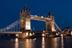 Kontrollturm-Brücke an der Dämmerung, London Stockfotos