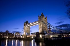 Kontrollturm-Brücke in London stockbilder