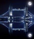 Kontrollturm-Brücke in London bis zum Nacht Lizenzfreie Stockfotos