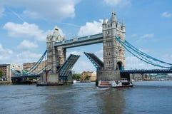 Kontrollturm-Brücke in London England Lizenzfreie Stockfotos