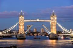 Kontrollturm-Brücke, London, England stockfotos