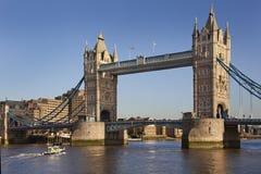 Kontrollturm-Brücke - London - Großbritannien Stockfotografie