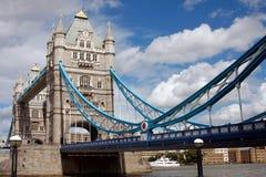 Kontrollturm-Brücke in London, Großbritannien an einem schönen Sommer d Stockfotos