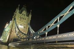 Kontrollturm-Brücke nachts Lizenzfreie Stockfotografie