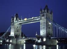 Kontrollturm-Brücke nachts Lizenzfreies Stockfoto