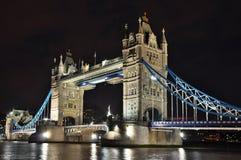 Kontrollturm-Brücke nachts, London Stockbilder