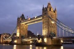 Kontrollturm-Brücke nachts, London, Großbritannien Lizenzfreie Stockbilder