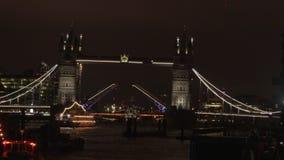 Kontrollturm-Brücke nachts stock footage