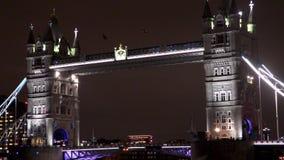 Kontrollturm-Brücke nachts