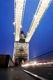 Kontrollturm-Brücke niedrig Weitwinkel Stockfotos