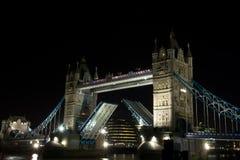 Kontrollturm-Brücke offen, London, Großbritannien lizenzfreies stockfoto