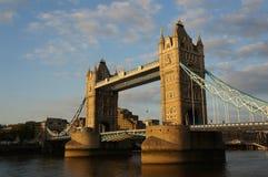 Kontrollturm-Brücke am Sonnenuntergang Lizenzfreie Stockbilder