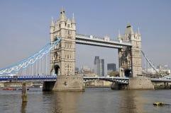 Kontrollturm-Brücke und die Stadt von London Stockfoto