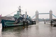 Kontrollturm-Brücke und HMS Belfast, London. Stockfoto