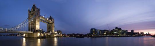 Kontrollturm-Brücke und Stadt von London Stockbild