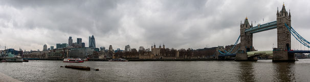 Kontrollturm-Brücke und Tower von London Stockfoto