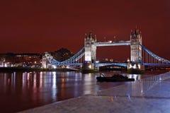 Kontrollturm-Brücke von der Nordquerneigung nachts Stockfotos