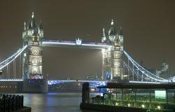 Kontrollturm-Brücke nachts, London Lizenzfreies Stockfoto