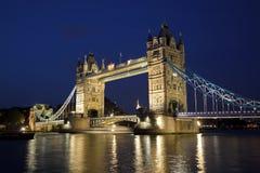 Kontrollturm-Brücke von der Nordquerneigung an der Dämmerung, London Lizenzfreies Stockbild
