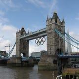 Kontrollturm-Brücken-olympische Ringe, London Lizenzfreie Stockfotografie