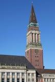 Kontrollturm des Rathauses von Kiel lizenzfreies stockbild