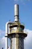 Kontrollturm einer chemischen Industrie lizenzfreie stockfotos